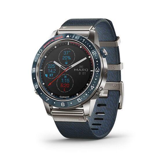 Đồng hồ Garmin MARQ, Captain, Thiết bị đeo thông minh GPS, SEA-010-02006-54 - Xanh navy 46.490.000đĐây là chiếc đồng hồ công cụ hiện đại với các tính năng hàng hải và chức năng thông minh tiên tiến mà người ta không thể tìm thấy ở một chiếc đồng hồ truyền thống.  - Một bộ đếm thời gian đua thuyền mang tính cách mạng được cải tiến với công nghệ GPS giúp xác định vị trí bắt đầu tốt hơn bao giờ hết. Nút hỗ trợ kéo và nút báo tín hiệu có người rơi xuống biển được thiết kế cho những người ở vị trí lãnh đạo.Và các chi tiết hàng hải tinh tế, chẳng hạn như gờ bằng gốm màu xanh hải quân và dây đeo bằng vải jacquard do các nghệ nhân ở miền nam nước Pháp thực hiện đưa bạn vượt qua đại dương trước đối thủ gần nhất.Cho tốc độ và hướng gió, thông tin nhiệt độ và thủy triều giúp bạn quyết định xem điều kiện có phù hợp cho một ngày trên mặt nước hay không, dây đeo bằng vải dệt, có các ứng dụng u=yêu thích được tải sẵn và hồ sơ hoạt động được tải sẳn được cung cấp để chơi golf, bơi lội, chèo thuyền, trượt tuyết...