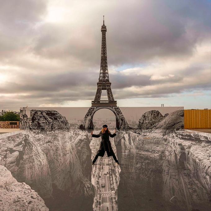 Dân Paris đổ xô check in tháp Eiffel dưới vực thẳm - 5