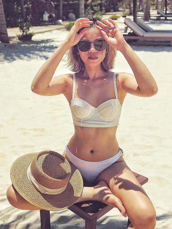 Uyên Tô sở hữu vóc dáng đẹp, do đó cô tự tin mặc bikini và đăng tải hình ảnh trên trang cá nhân.
