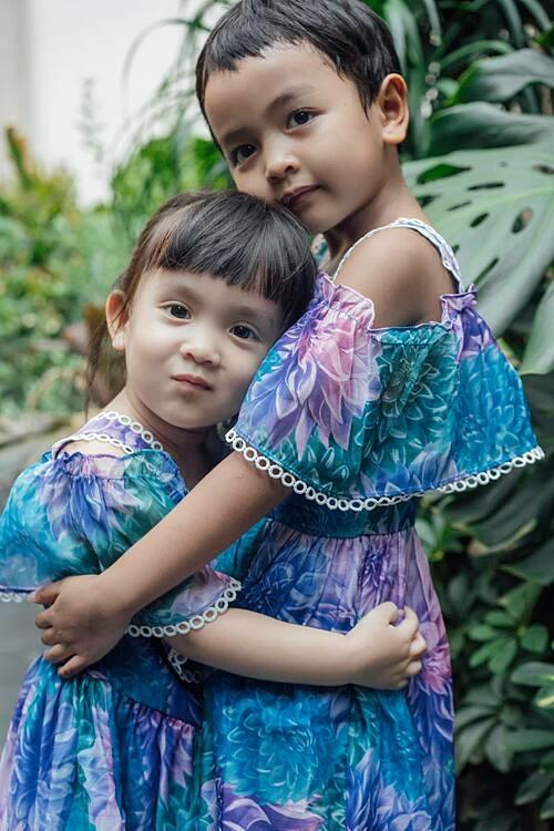 Vẻ đáng yêu của hai con gái nuôi của NTK Đỗ Mạnh Cường: My My và Linh Đan.