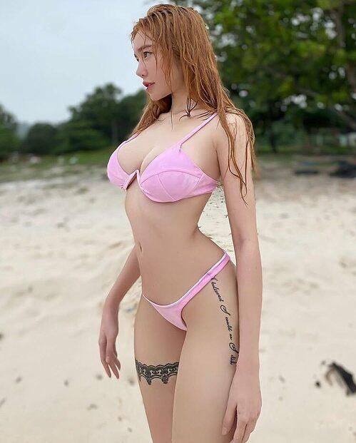 Elly Trần nóng bỏng với bikini hai mảnh.