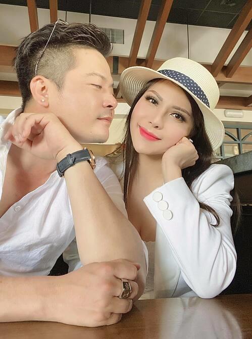 Diễn viên Hoàng Oanh bên người tình tin đồn Thắm Bebe.