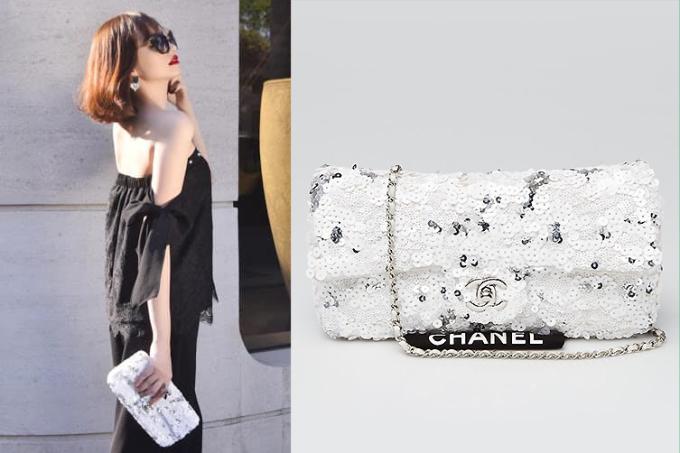 Túi Chanel trắng phiên bản giới hạn có đính kim sa, được hoa hậu bán với giá 48 triệu đồng.