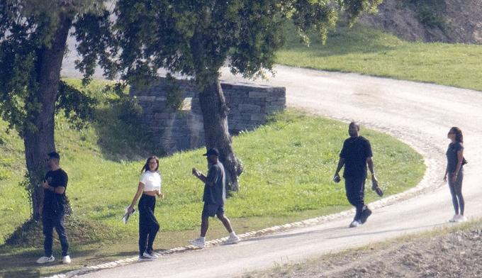 Kanye West bao trọn khách sạn xa hoa ở Pháp để tận hưởng sinh nhật cùng bạn gái mới-3