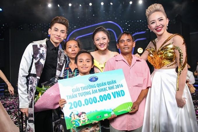 Thể hiện ổn định suốt cuộc thi, Hồ Văn Cường chiến thắng thuyết phục và nhận được nhiều tình cảm yêu mến từ khán giả.