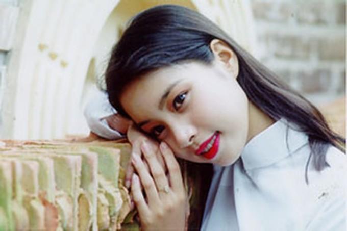 Danh hiệu á hậu 2 gọi tên Đỗ Vân Anh, sinh năm 1978, sinh viên ĐH Dân lập Phương Đông tại Hà Nội. Giống hai người bạn của mình, Vân Anh không hoạt động showbiz vì ảnh hưởng việc học. Về sau, cô du học ở Nam Phi rồi về làm việc tại một ngân hàng.