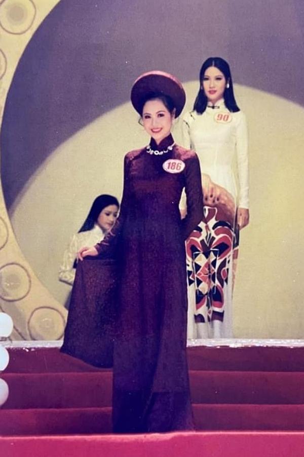 Vũ Thị Minh Thúy là Người đẹp Hải Phòng, Hoa khôi các tỉnh phía Bắc trước khi đoạt giải á hậu 1 Hoa hậu Việt Nam 1996. Ngày đó, người đẹp sinh năm 1978 là sinh viên Đại học Kinh tế Quốc dân Hà Nội, gây ấn tượng bởi chiều cao 1,74 m. Danh hiệu cao quý giúp Minh Thuý được mời tham gia trình diễn nhiều sự kiện. Tuy nhiên, điều này ảnh hưởng việc học nên chị rút khỏi nghệ thuật, tiếp tục theo đuổi tri thức.