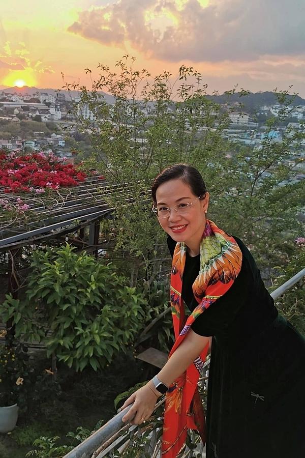 Á hậu Việt Nam 1996 cũng bày tỏ sự hạnh phúc vì được ông xã ủng hộ theo đuổi sự nghiệp. Nhờ khả năng tổ chức tốt, chị vẫn chu toàn công việc và gia đình, chăm sóc hai người con.