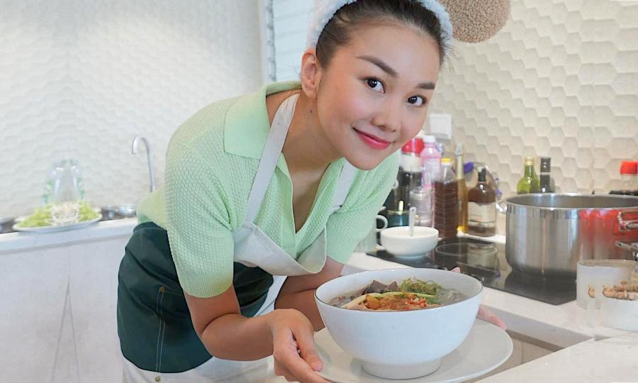 Thanh Hằng 'mỏi tay' vì nấu ăn mùa giãn cách