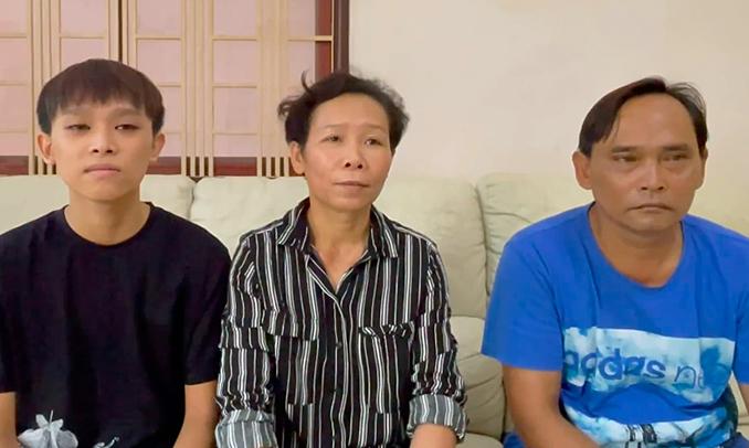 Bố mẹ Hồ Văn Cường: 'Chúng tôi biết rõ số tiền con kiếm được'