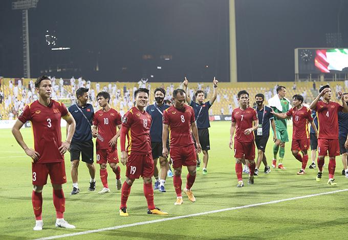 Tuyển Việt Nam mừng chiến tích giành vé dự vòng loại cuối World Cup 2022 sau trận đấu với UAE. Ảnh: Lâm Thoả.