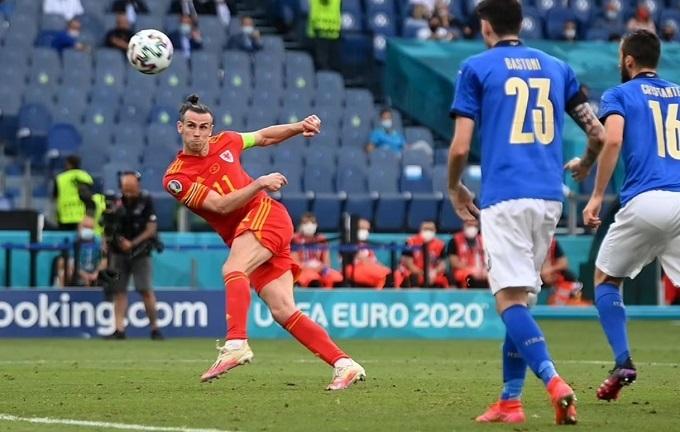 Bale gây thất vọng khi bỏ lỡ cơ hội san hòa cho Wales. Ảnh: AP.