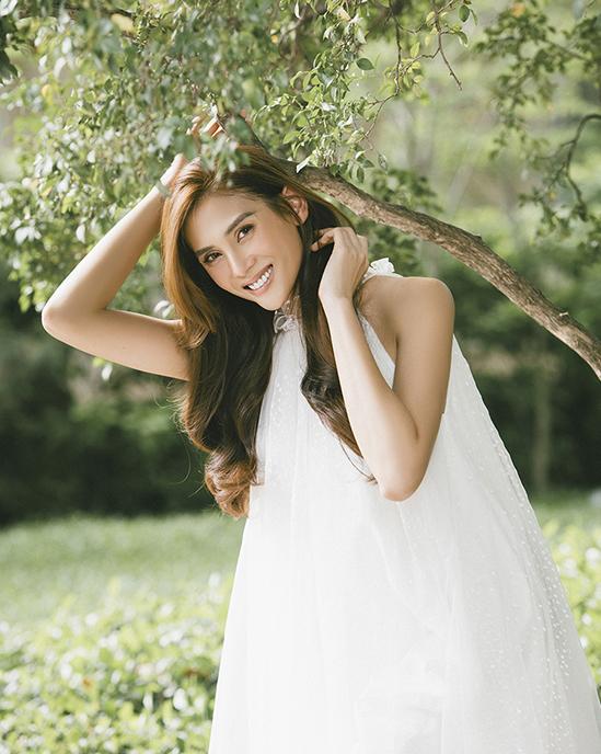 Võ Hoàng Yến diện phong cách nữ tính hơn từ ngày yêu bạn trai Việt kiều.