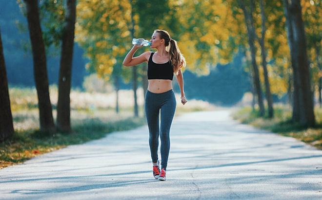 Vận động đều đặn mỗi ngày tốt cho tuổi ngoài 30 hơn là tập nặng vài buổi trong tuần.