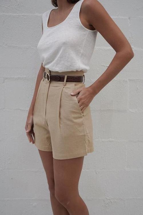 Các mẫu áo ba lỗ thiết kế trên vải cotton phù hợp với những ngày nắng nóng và gíup người mặc khoe vóc dáng lý tưởng.