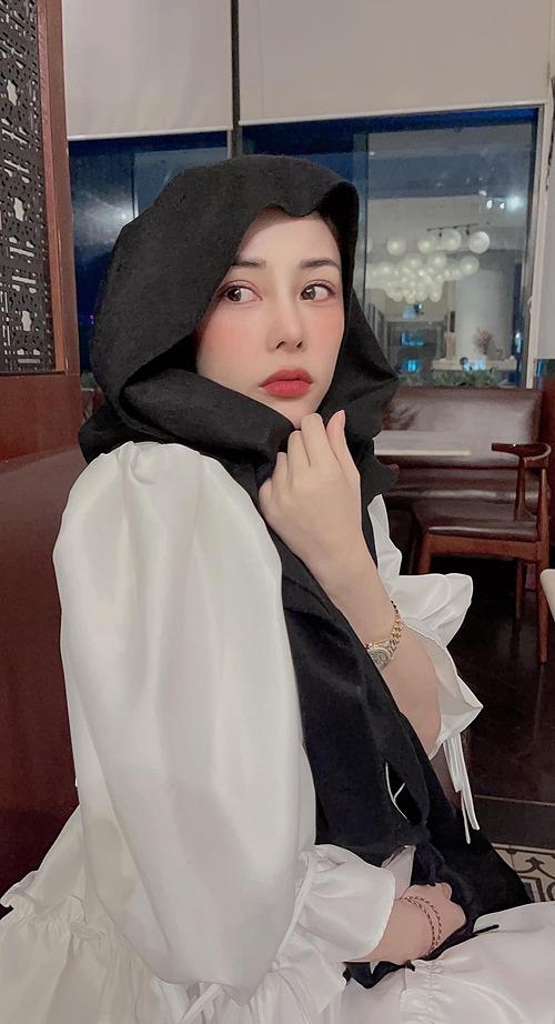 Sắp bị trục xuất vì lọt top 8 tỷ gương mặt đẹp nhất thế giới rồi, Bạch Lan Phương - bạn gái diễn viên Huỳnh Anh hài hước nói.
