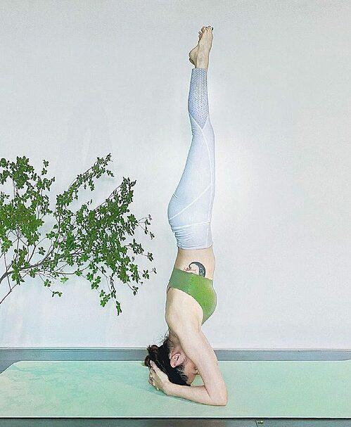 Ca sĩ Bảo Anh tích cực tập yoga để giữ dáng, nâng cao sức khỏe.