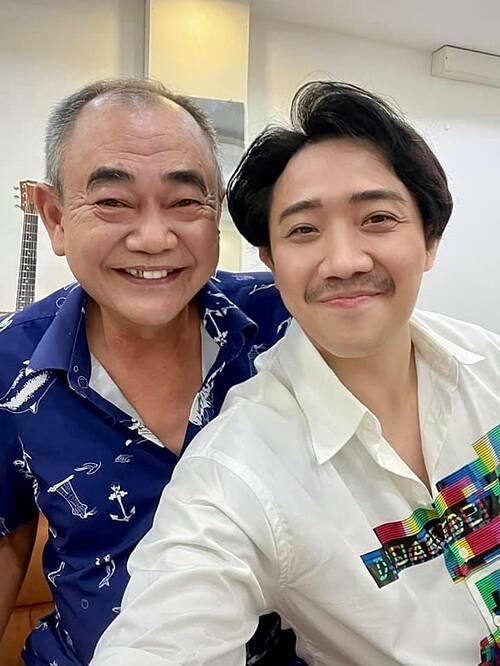 MC Trấn Thành nhắn nhủ NSND Việt Anh: Thầy luôn khoẻ mạnh và cười tươi như thế nhé.