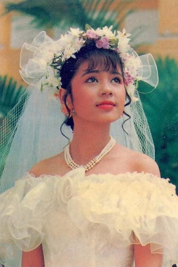 Diễn viên Việt Trinh hóa cô dâu xinh đẹp trong một bộ ảnh.