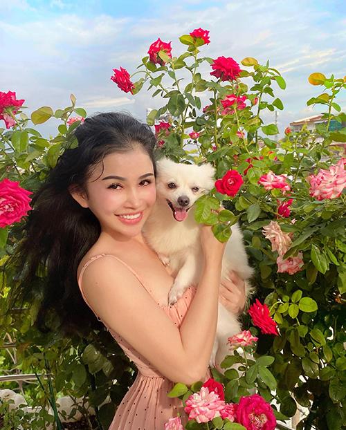 Janny từng đạt giải Hoa hậu Phu nhân Việt Nam Hoàn cầu 2016. Hoa hậu có quê ở Bà Rịa Vũng Tàu, vốn là mảnh đất nhiều nắng và gió với cây xanh bao phủ nên từ nhỏ cô đã có đam mê trồng trọt.