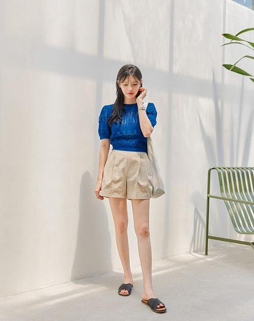 Không cần sử dụng trang phục tông màu quá sặc sỡ, phái đẹp vẫn có thể giúp mình nổi bật với các kiểu váy áo đơn sắc tông dịu mắt.