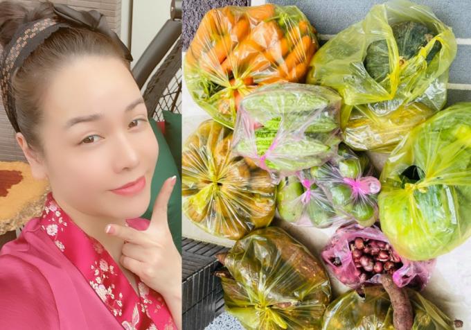 Biết ca sĩ - diễn viên Nhật Kim Anh đang ăn chay, một người bạn của cô ở Đà Lạt chuyển xuống nhiều rau củ. Nhật Kim Anh đùa quà tặng nhiều như thế, cô phải ăn cả năm mới hết.