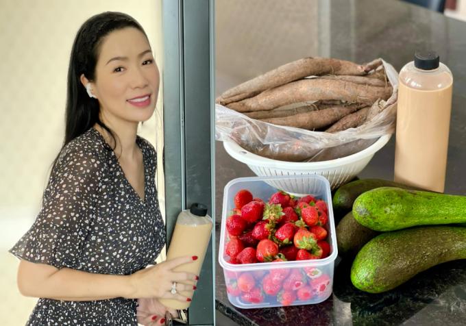 NSƯT Trịnh Kim Chi nhận được quà là trái cây và trà sữa.