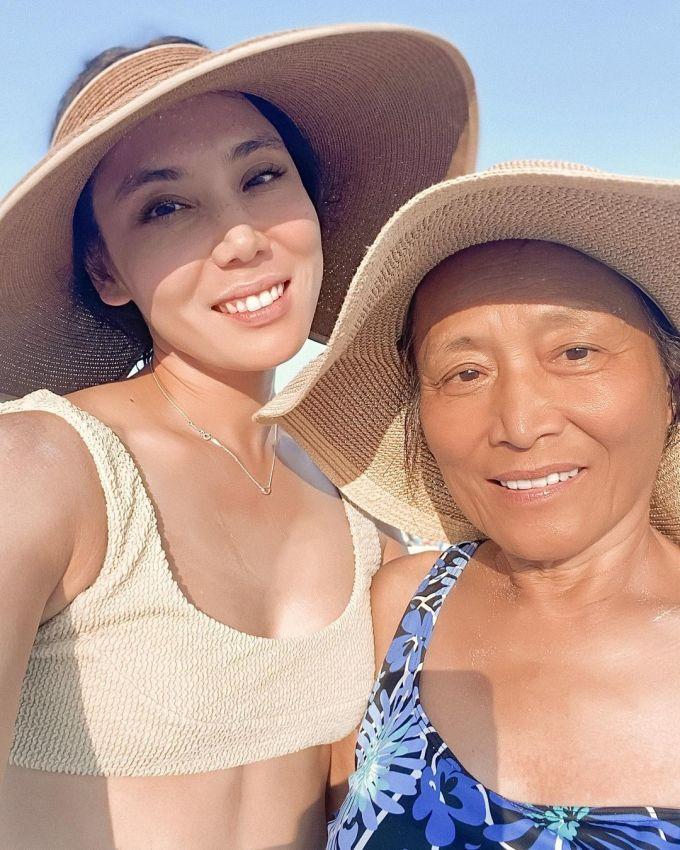 Bác sĩ Mamina Turegano và mẹ.