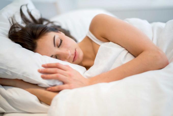 Ngủ đủ giấc giúp cải thiện sức khoẻ và hỗ trợ giảm cân hiệu quả.