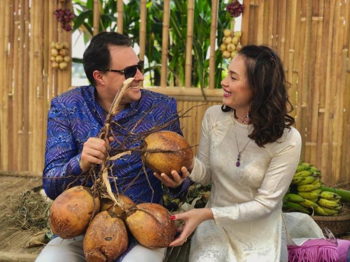 Mỗi dịp Tết Nguyên đán, họ thường về Việt Nam thăm gia đình của Ngọc Khánh. Attila cũng rất yêu quê hương vợ vì anh từng sống ở đây suốt nhiều năm.