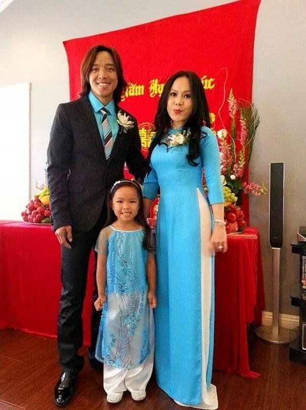 Việt Hương bày tỏ sự biết ơn chồng khi anh nuôi dạy con gái trưởng thành, khôn lớn. Cô bé nói lưu loát tiếng Anh lẫn tiếng Việt, luôn trong nằm trong top học sinh giỏi của trường và từng giành huy chương đồng môn wushu ở California, Mỹ.