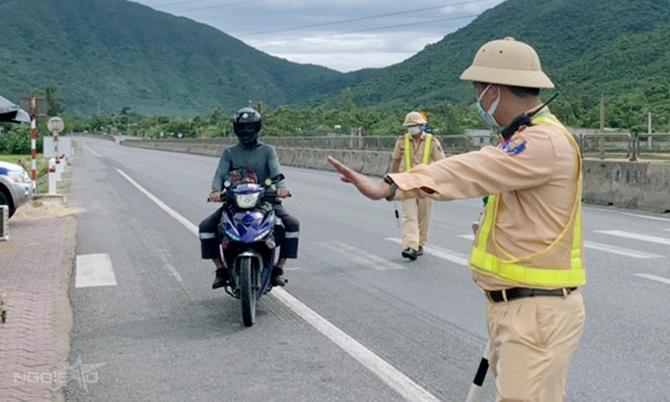 Vượt hàng nghìn km từ vùng dịch về Hà Tĩnh