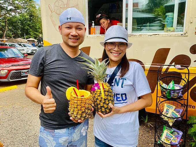 Ca sĩ Hồng Ngọc tươi rói khi cùng chồng con đi du lịch.
