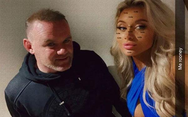 Rooney bên cô gái trẻ Tayler Ryan trong bữa tiệc tai tiếng hôm cuối tuần. Ảnh: The Sun.