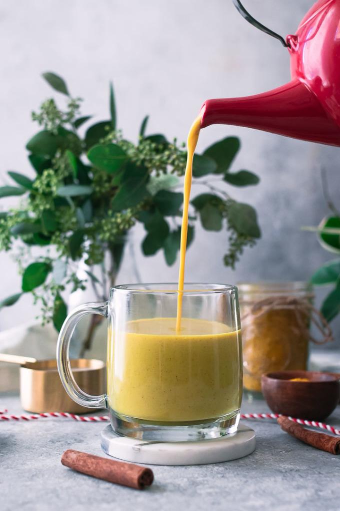 Công thức sữa nghệ truyền thống của người Ấn Độ sử dụng nhiều loại gia vị tốt cho sức khỏe.