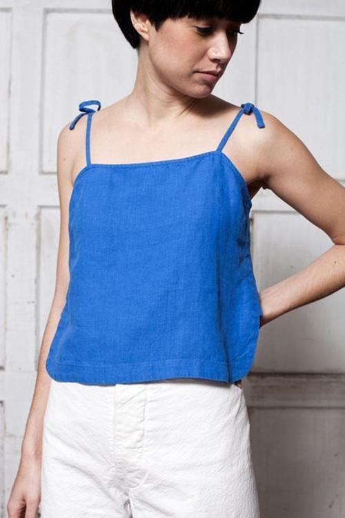 Combo trắng - xanh là công thức mix màu vô cùng đơn giản, tiện lợi với nhiều dòng trang phục từ ở nhà đến ra phố và phối đồ công sở.