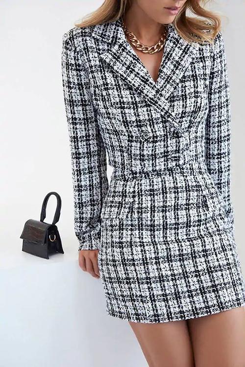 Suit vải tweed phối màu trắng đen đơn giản nhưng không đơn điệu bởi phom dáng tinh tế, tôn đường cong cho người mặc.