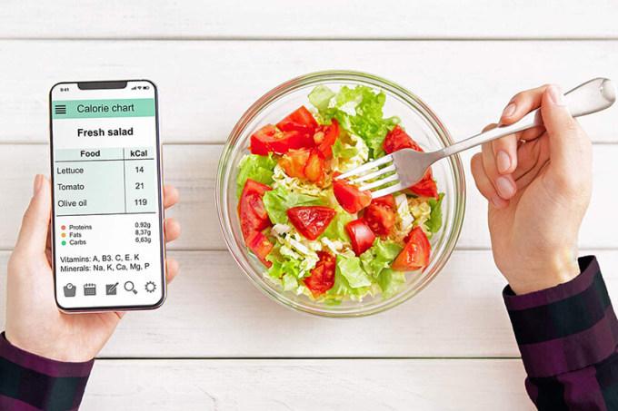 Tăng cường thực phẩm xanh, các loại hạt... vào thực đơn để chống lão hóa.