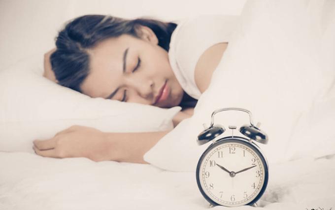 Ngủ sớm giúp da có đủ thời gian tái tạo và phục hồi.