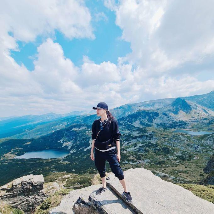 Huy Trần đưa Ngô Thanh Vân đi leo ngọn núi nổi tiếng ở Bulgaria