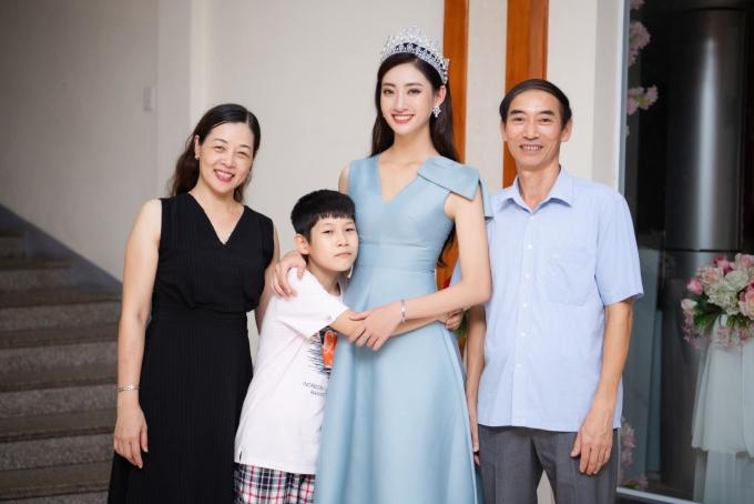 Gia đình Lương Thùy Linh sinh sống ở tỉnh Cao Bằng.
