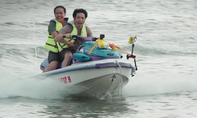 Thái Hòa chở Hồng Ánh bằng xe máy nước trong cảnh quay ở Vũng Tàu. Ảnh: Vie Channel