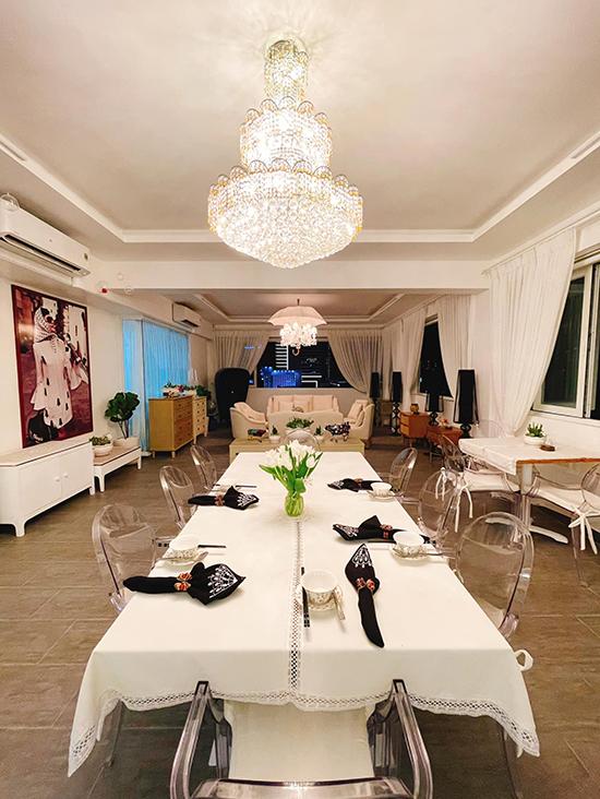 Một góc phòng ăn được Lý Nhã Kỳ cho người bài trí cầu kỳ phục vụ bữa ăn hàng ngày.