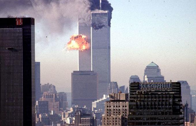 Toà tháp đôi ở New York, Mỹ bị quân khủng bố phá sập hôm 11/9/2001 khiến gần 3.000 người thiệt mạng, trong đó có hơn 600 đồng nghiệp của Lauren. Ảnh: AFP.