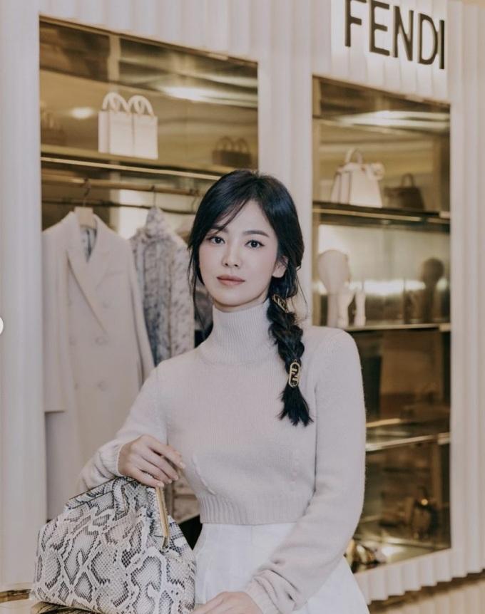 Song Hye Kyo xuất hiện trong một sự kiện của thương hiệu Fendi đầu năm 2021.