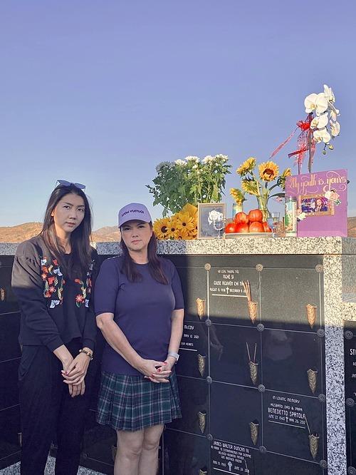 Cựu người mẫu Ngọc Quyên và ca sĩ Phương Loan đến viếng Chí Tài.