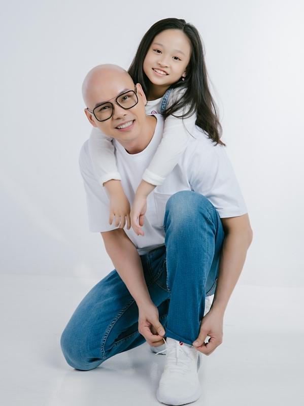 Con gái Phan Đinh Tùng khoe giọng hát