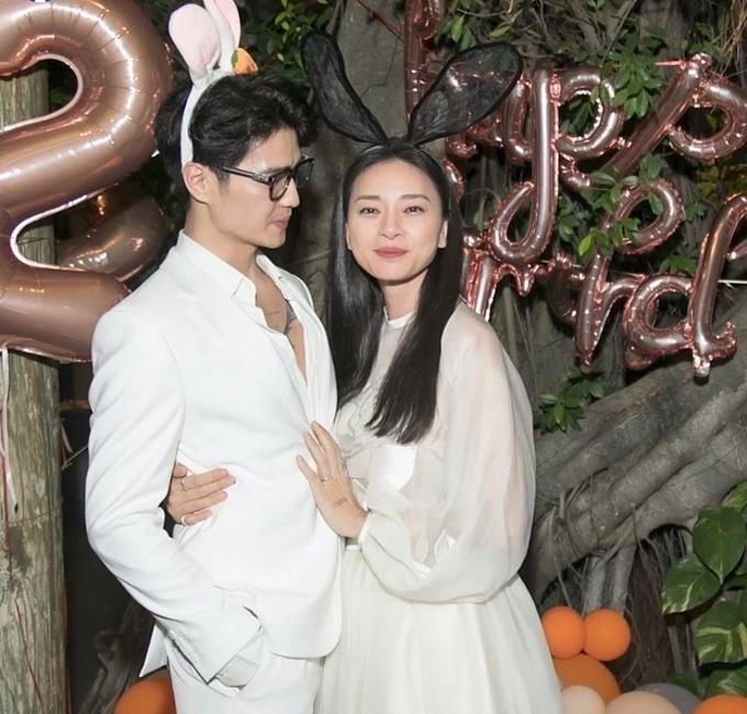 Đôi tình nhân lần đầu lộ diện bên nhau là dịp sinh nhật Ngô Thanh Vân vào cuối tháng 2/2021. Lúc này, cô cho hay: Có Huy bên cạnh làm tôi rất vui, hạnh phúc.