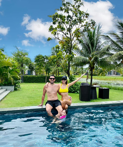 Từ cuối tháng 6, vợ chồng Hà Anh thuê một villa biệt lập ở Hồ Tràm (Bà Rịa – Vũng Tàu) để tổ chức sinh nhật muộn cho con gái Myla. Cô chỉ dự định chỉ ở đây bốn ngày nhưng sau đó bị kẹt lại đến nay vì TP HCM thực hiện Chỉ thị 16.