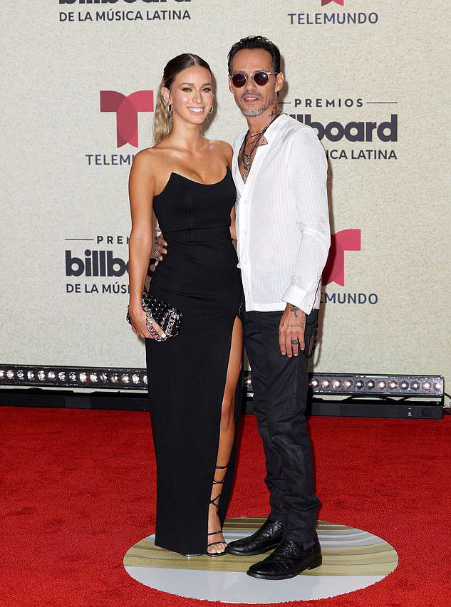 Marc Anthony và người yêu sánh đôi đến lễ trao giải. Ảnh: Photo Bank